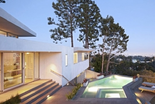 Deronda Residence v Hollywoode