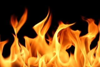 Oheň v krbe